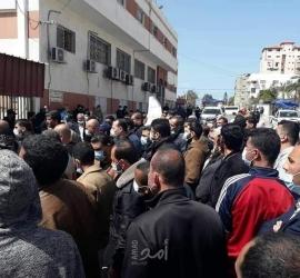 """موظفو حماس: """"يا سنوار ..ويا هنية .. وين المنحة القطرية"""" وبدنا رواتب 100%"""