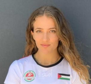 العداءة الفلسطينية هناء بركات تحسن رقمها الشخصي وتودع الأولمبياد