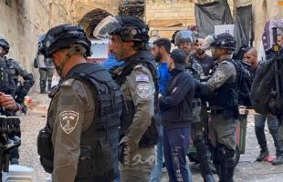 القدس: قوات الاحتلال تطلق قنابل الغاز ضد الفلسطينيين في باب العامود -فيديو